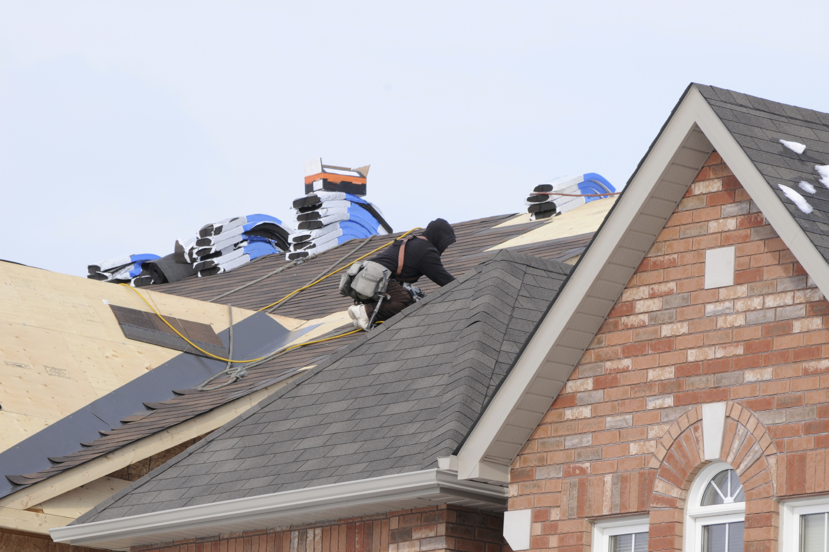 7 Tips For Roof Cleaning & Restoration